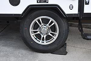 "13"" aluminum wheel and radial tire"