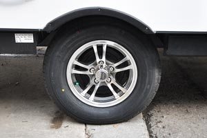 "14"" aluminum wheel and radial tire"