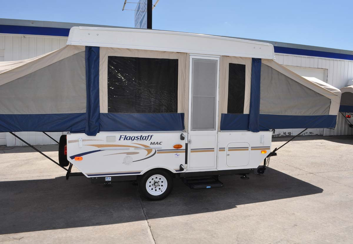 Custom 206MD Camping Trailer | Roberts Sales - Denver, Colorado